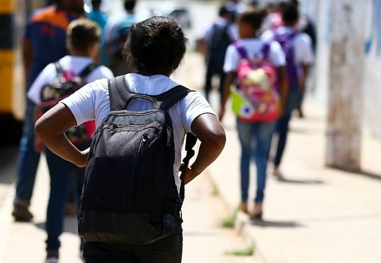 Decreto regulamenta o retorno das  aulas presenciais na rede pública