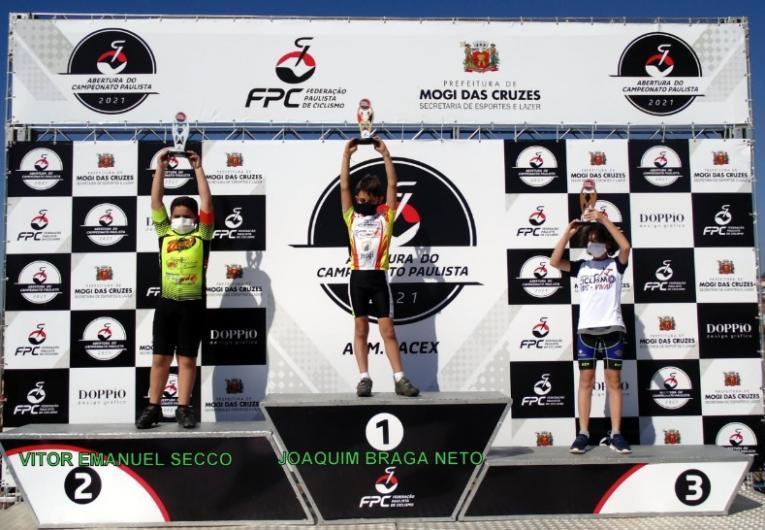 Na volta às competições, equipe  de ciclismo coloca seis no pódio