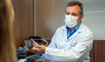 Pacientes com diabetes devem manter o tratamento durante período de vacinação contra a COVID-19