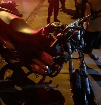 Motociclista de 22 anos morre ao colidir em poste Jardim Canaã I