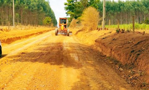Obras realiza melhorias nas estradas rurais do munícipio