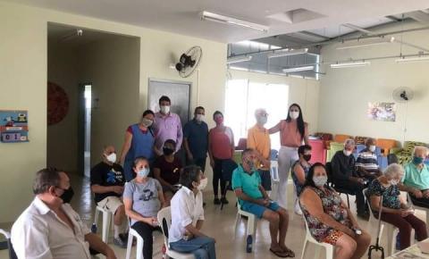 Idosos do Centro Dia recebem orientações sobre saúde bucal