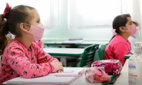 Governo anuncia retomada obrigatória às aulas presenciais a partir de segunda