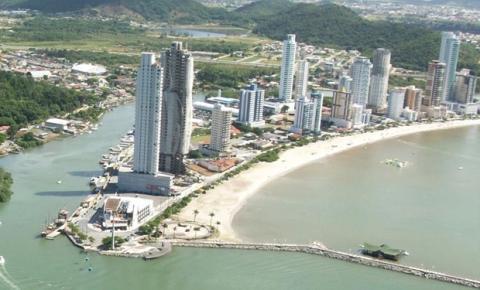 Praias brasileiras ganham evidência com proximidade do verão