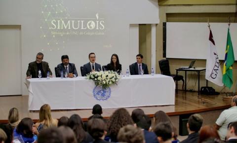 Escola no DF simula conferência internacional para debater temas mundiais